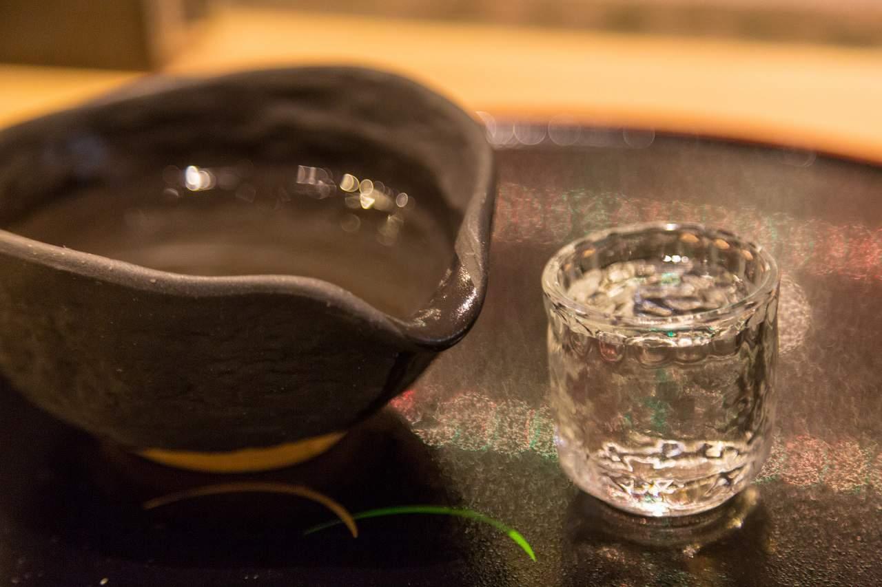 酒器で日本酒を美味しく楽しむ!器の種類と違い・特徴やポイントを解説